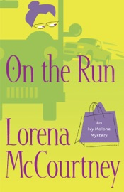 ON THE RUN (AN IVY MALONE MYSTERY BOOK #3)