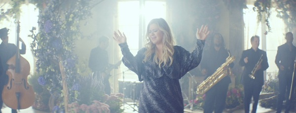 Kelly Clarkson -  music video wiki, reviews