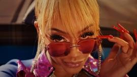 Fast (Motion) Saweetie Hip-Hop/Rap Music Video 2021 New Songs Albums Artists Singles Videos Musicians Remixes Image